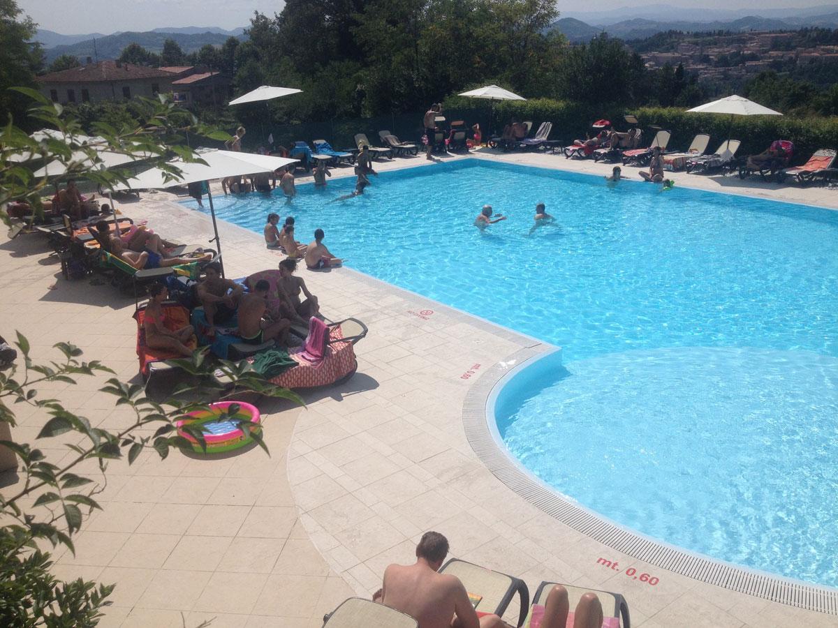 Camping pineta urbino piscina for Piscina urbino